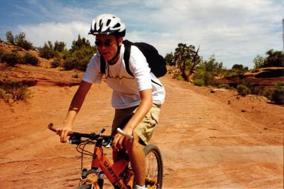 640px-Mountain_biking,_Gemini_Bridges_trail_Utah_363335661_dbed91c921