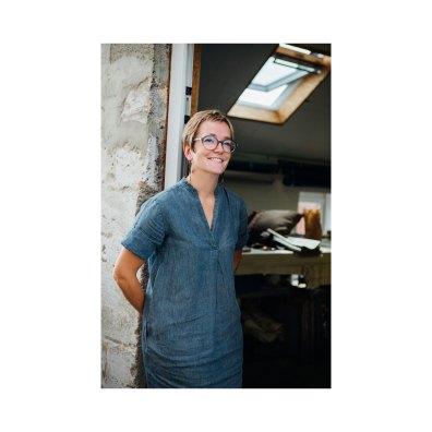 Tamara dans son atelier de design textile