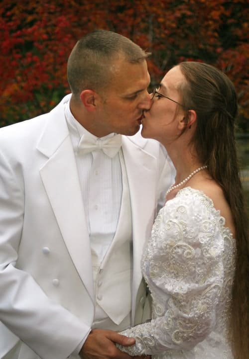 wedding picture first kiss