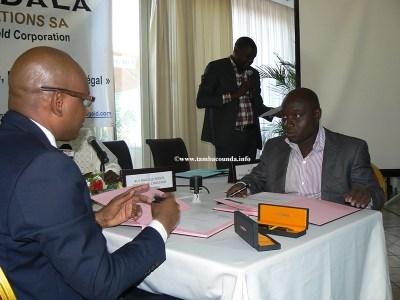 Signature-de-la-convention-avec-le-maire-de-Sabodala