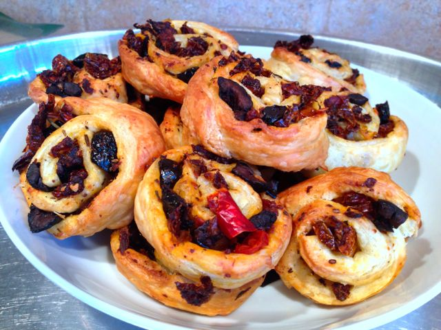 feuilletés apéritif tomates olives