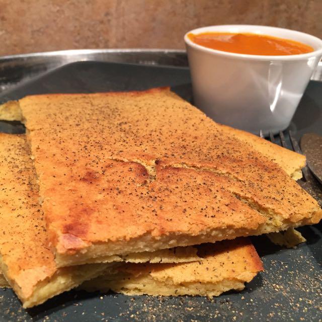 Socca niçoise et sauce tomate maison
