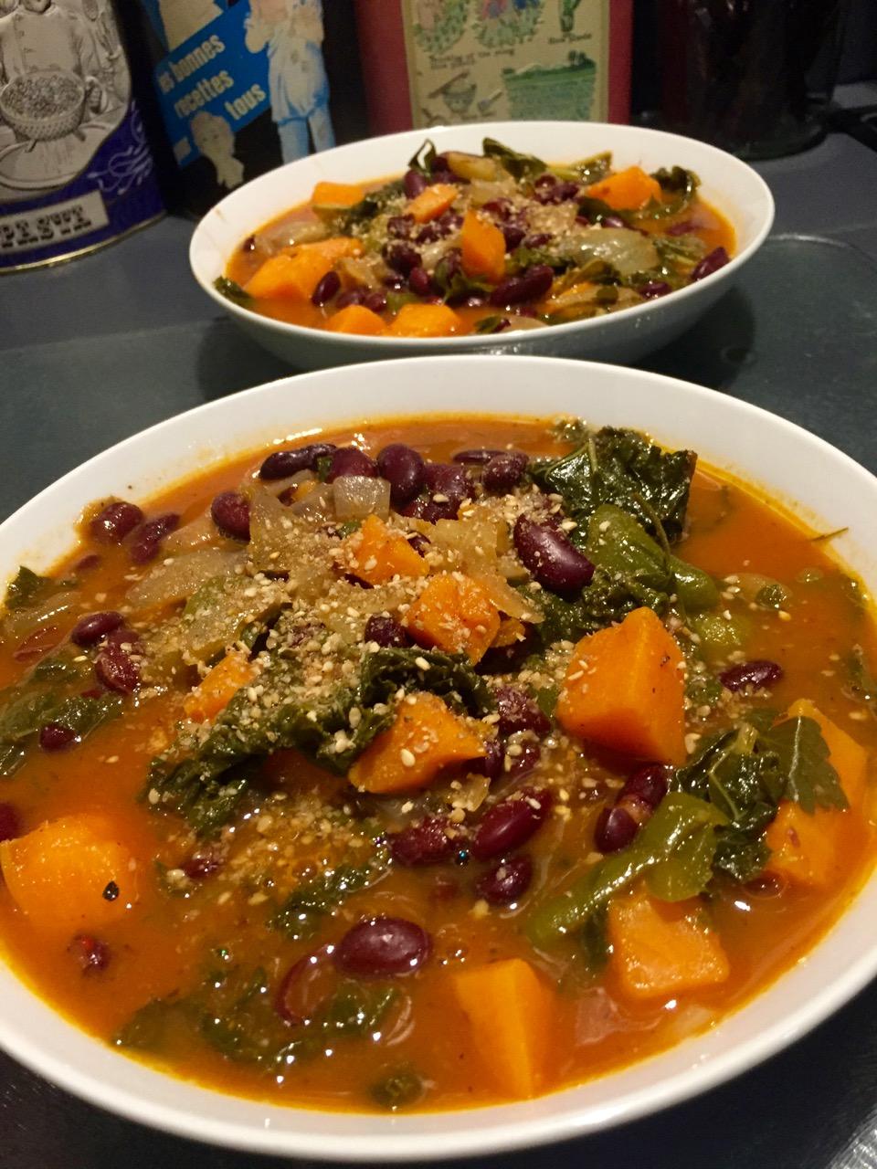 Soupe de haricots rouges patate douce et Kale