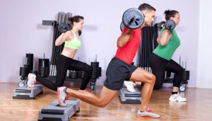 weight-training-barbell-lunge