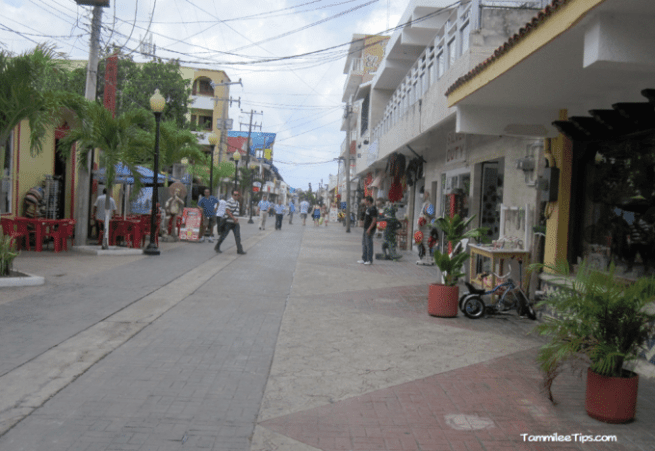 Cozumel-Shopping-street.png