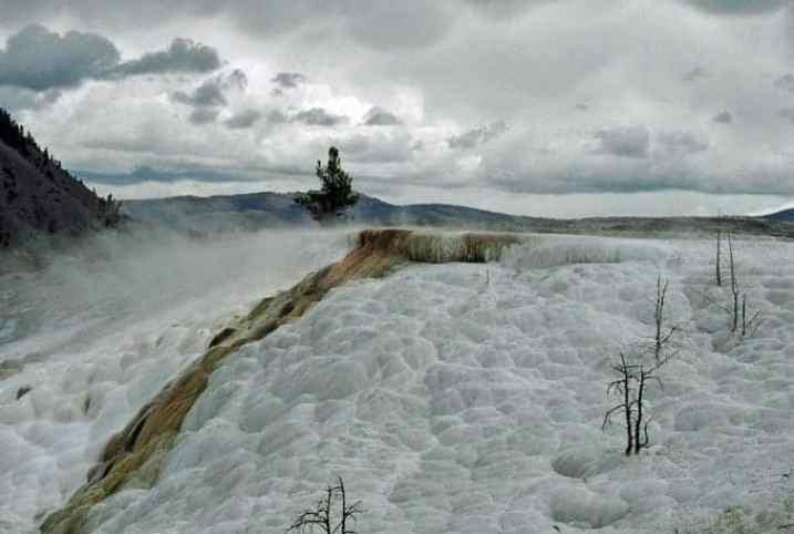 Mammoth-Hot-Springs.jpg