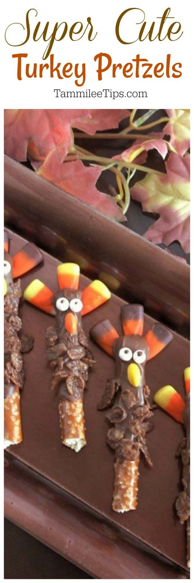 How to make super cute Turkey Pretzel Rods for Thanksgiving. The perfect family night activity #recipe #turkey #thanksgiving
