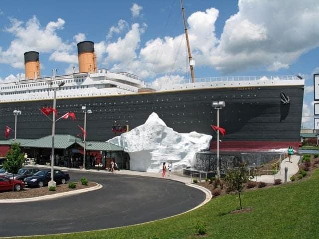 tit0026_titanic_exterior1_lowres