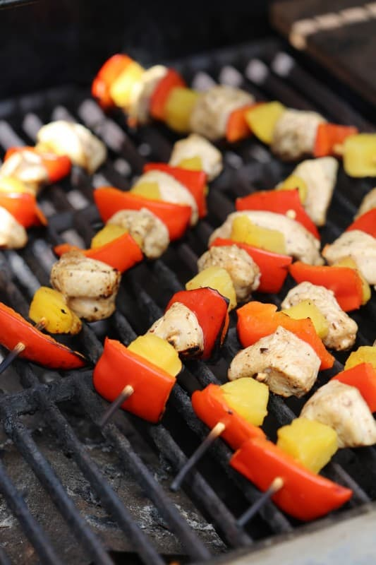 Easy Grilled Balsamic Chicken Skewers Recipe with Balsamic marinade perfect for barbecues, summer parties, and family dinner. so easy to make!