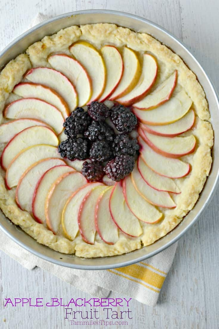 Super easy fresh Apple Blackberry Fruit Tart Recipe! The perfect dessert recipes for Thanksgiving or Christmas, summer picnics, holidays or any days of the week. The entire family will love this delicious fruit dessert with Apples and Blackberries.