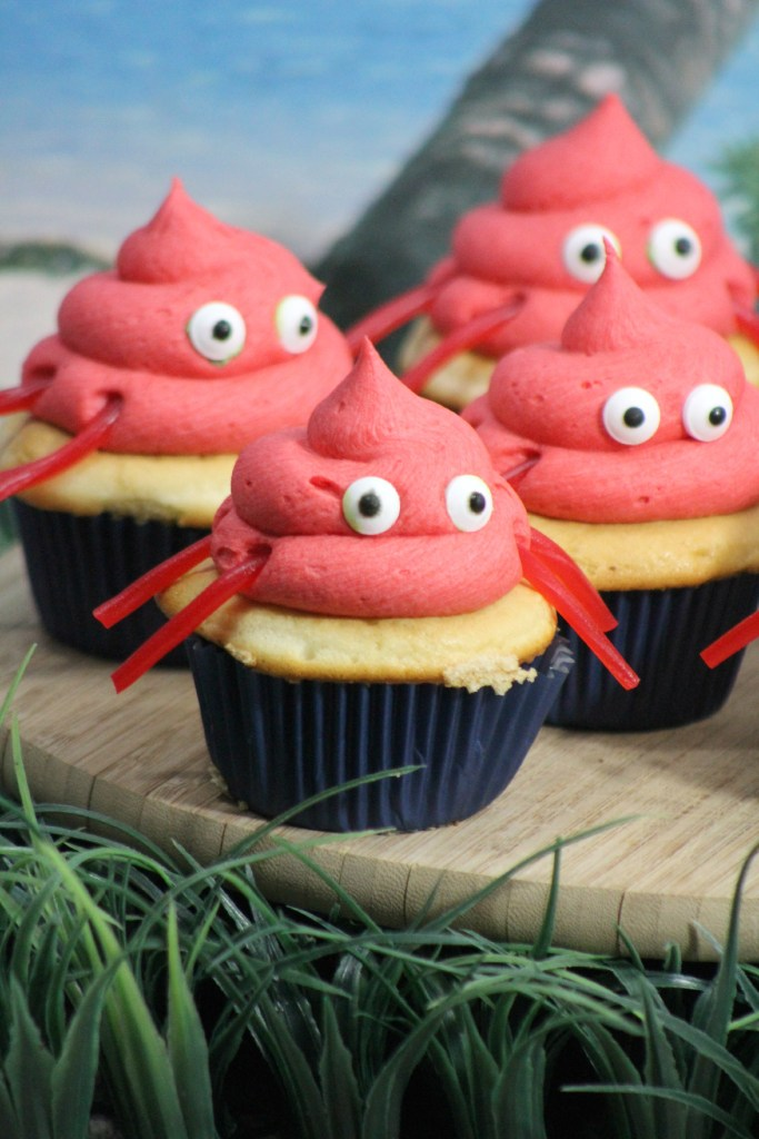 Planning an under the sea, Little Mermaid, or Beach birthday party or baby shower? Check out these super cute easy Crab Cupcakes Recipe! The perfect beach party inspired dessert and fun sweet treat.