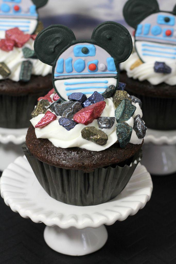 R2D2 Mickey cupcakes