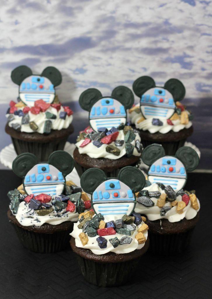 R2D2 Mickey cupcakes