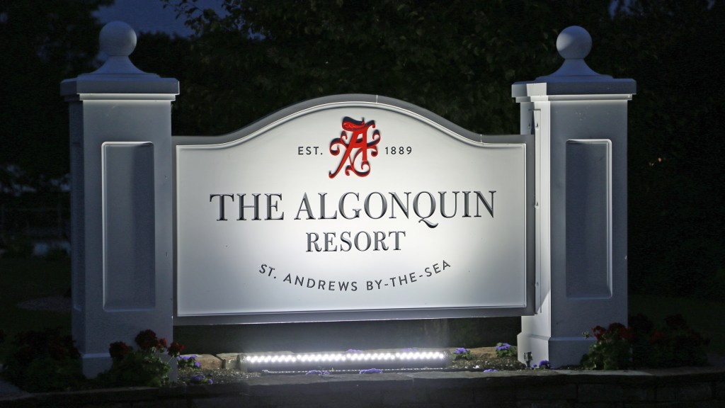 algonquin resort sign