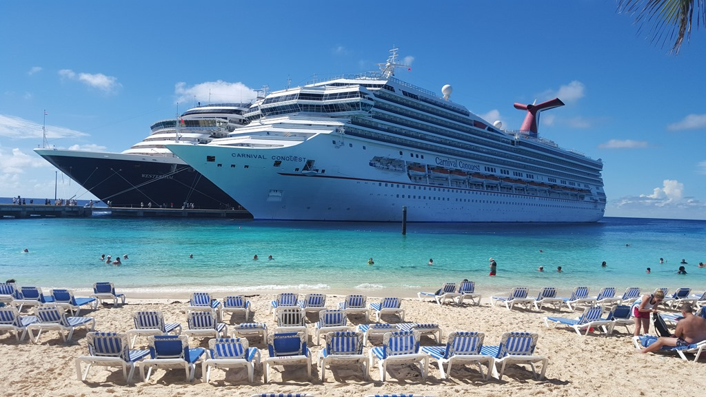 Carnival-Conquest-docked-in-Grand-Turk.jpg