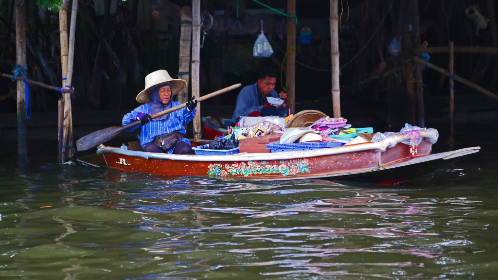 boat with supplies on Choa Phraya River