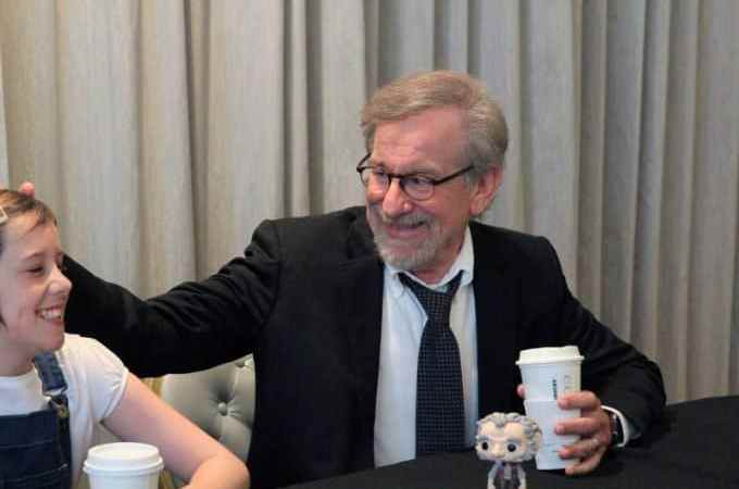 Director Steven Spielberg and Ruby Barnhill share stories from The BFG! #TheBFGEvent