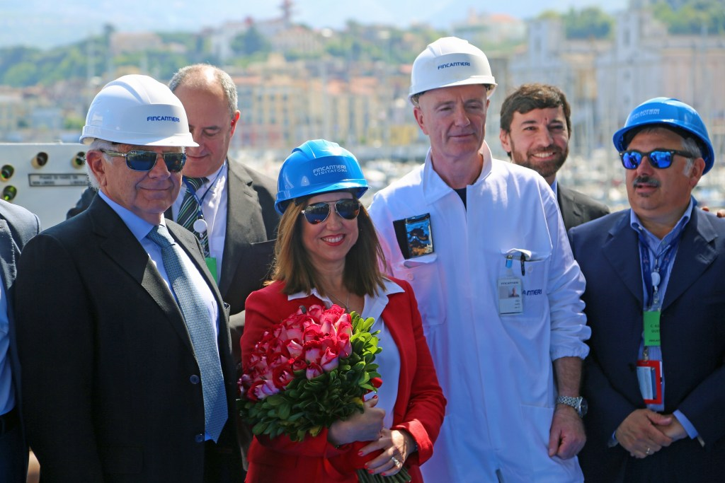receiving-flowers-at-keel-laying-ceremony
