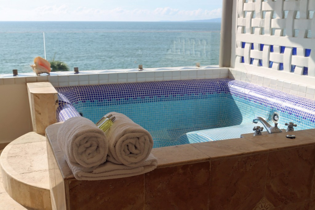 view-from-private-hot-tub-in-villa-premeire-puerto-vallara
