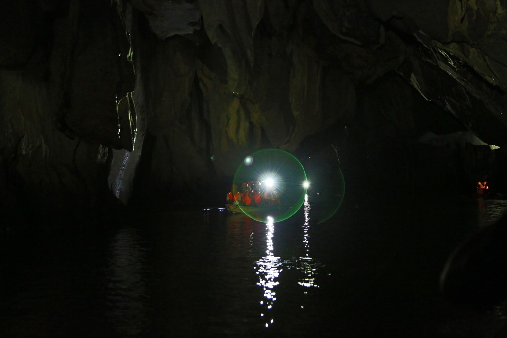 inside-the-underground-cave-tour-in-the-phillipines