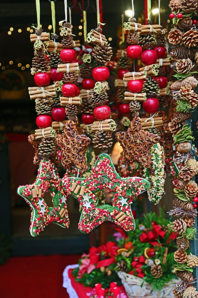 christmas-ornaments-in-the-salzburg-christmas-market