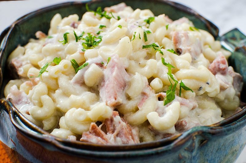 Easy Crock Pot Macaroni and Cheese with Ham Recipe. Great for leftover ham, family dinner, the perfect slow cooker comfort food!