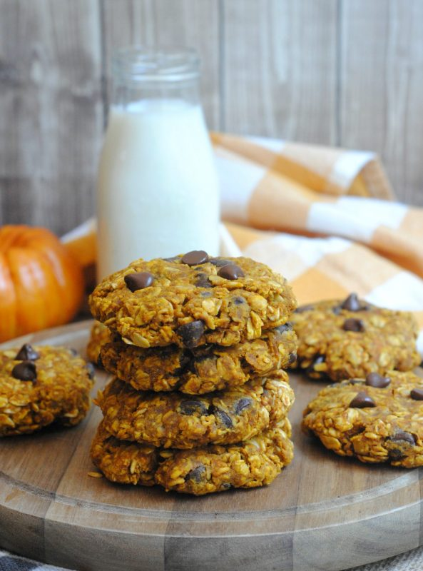 Super easy Pumpkin Oatmeal Cookies Recipe! So soft and chewy!
