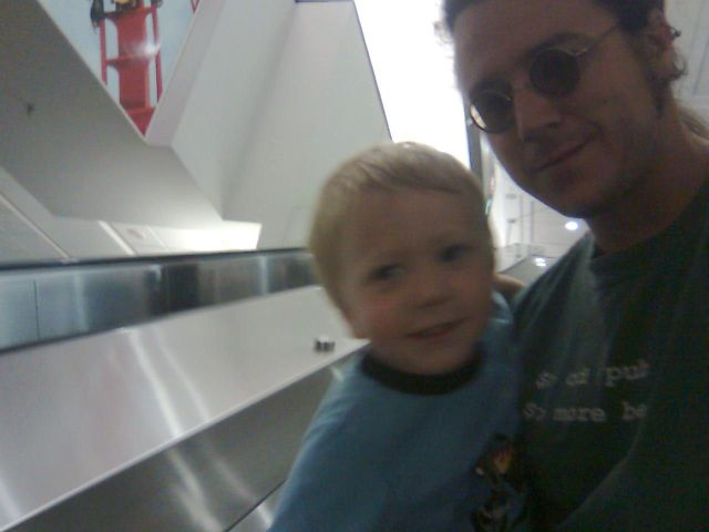 airport-escalator