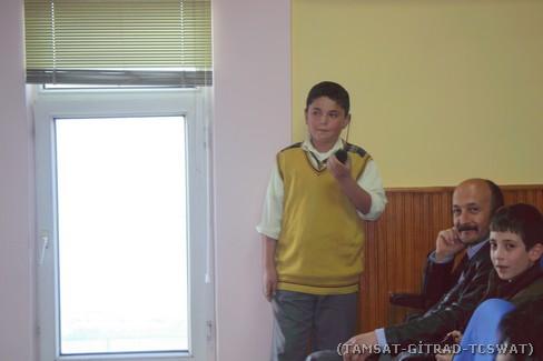 Genç öğrenciler VHF el telsizi ile eğitim maksatlı haberleşme yaparlarken