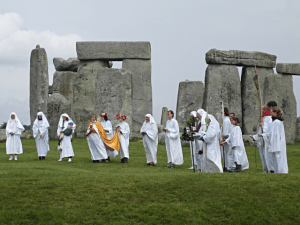tanahoy.com Druids_celebrating_at_Stonehenge