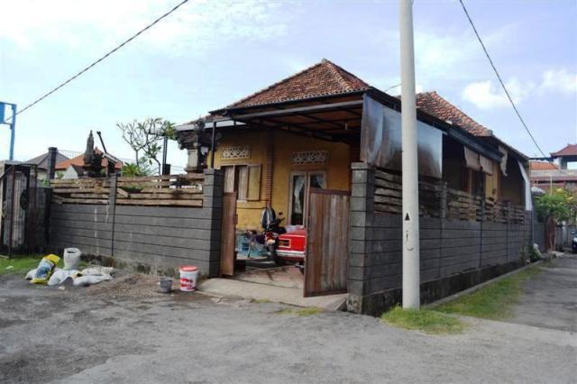 Disewakan rumah di Denpasar Jl. Mahendradata - ( R1037 )