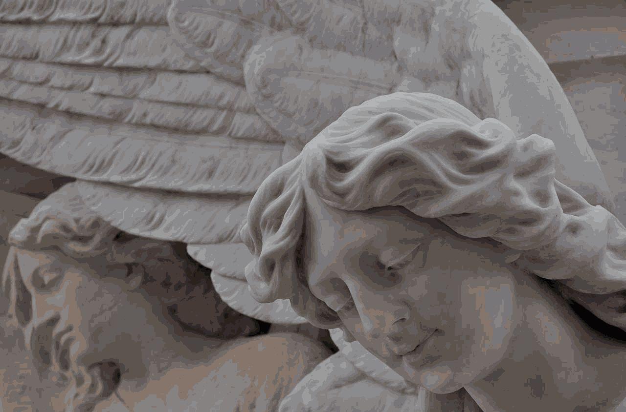 Los nuevos ritos y la incineración marcan el futuro de los cementerios