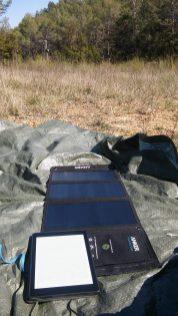 Le soleil suffit pour charger nos téléphones :)