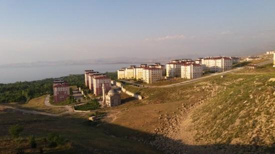Vue depuis l'appartement d'Ayhan et Gizem, autant vous dire que pour y arriver avec le vélo chargé, on en a ***** ! ;)