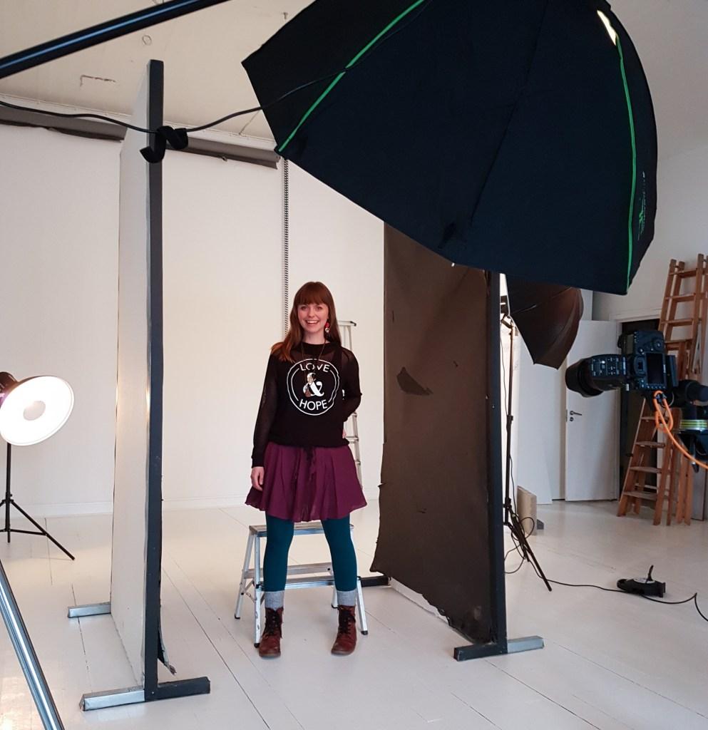 Johanna Ene hos fotograf Jonny Lind.