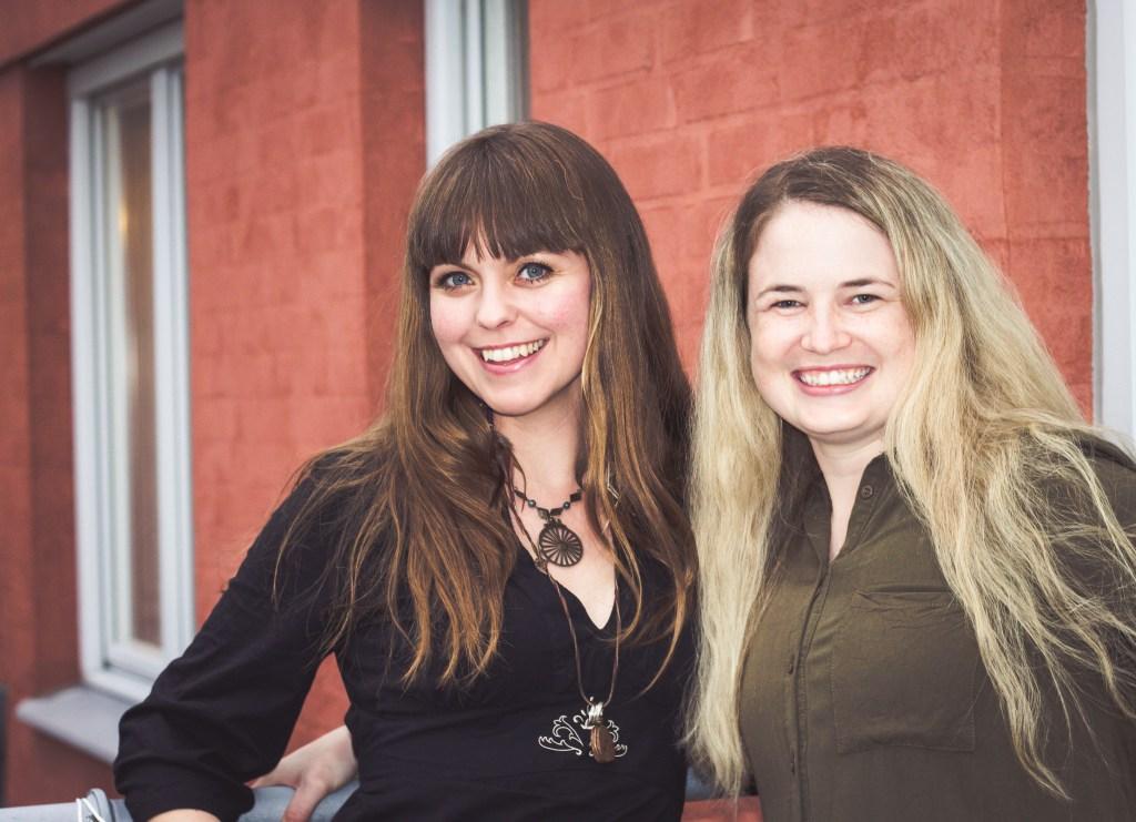 Tandsköterskor Johanna Ene och Hannah Sjöholm.