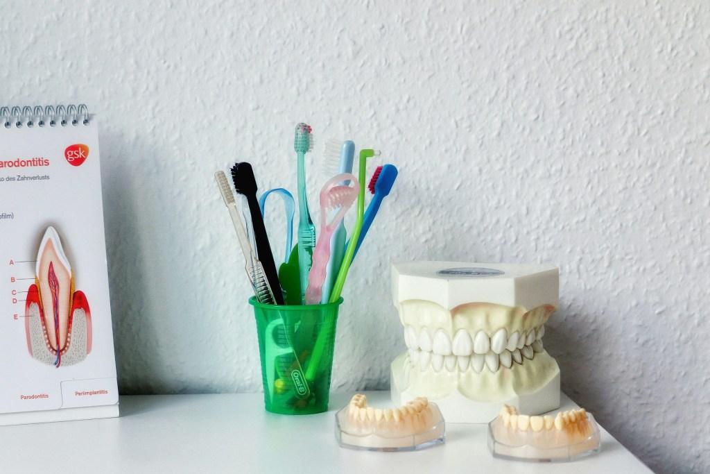 Skillnaden mellan tandhygienist och tandsköterska.