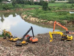 DLH Tangsel Masih Fokus Keruk Longsoran Sampah dari Sungai Cisadane