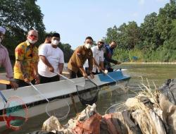 Peringati Hari Sungai Sedunia, Wagub Banten Lepas Liarkan Kura-kura ke  Sungai Cisadane