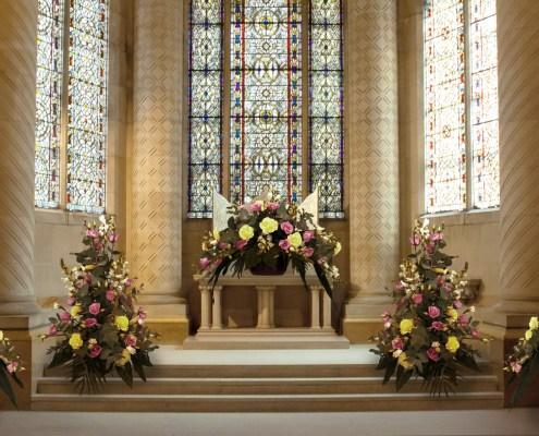 Collage Estil Decoratiu Simètric 3D en una església.