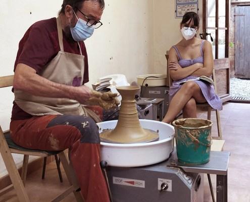 En Ramon Fort toi jo a l'escola-taller de ceràmica Ramon Fort de Llers