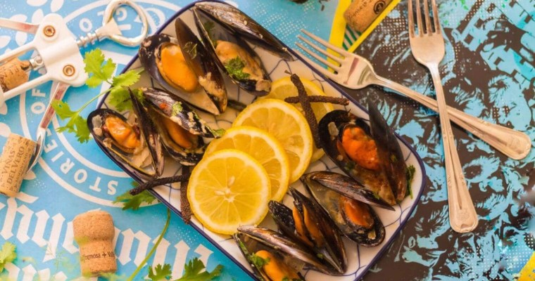 spicy-coconut-mussels-served