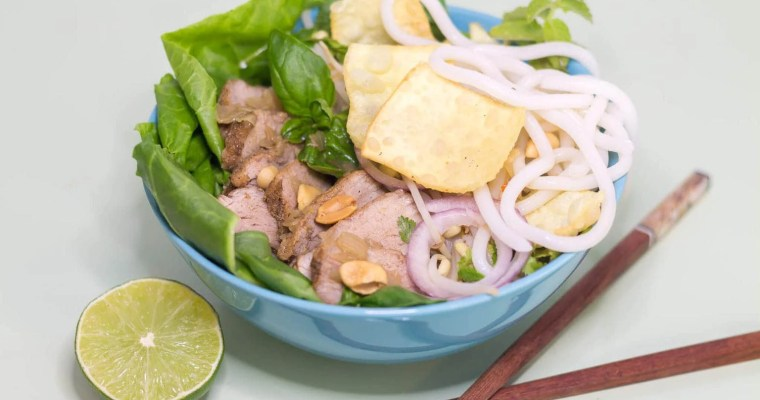 Cao-Lau-Vietnamese-Noodle-Bowl-served-ready-to-eat