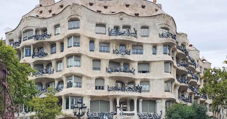 Casa Mila (La Pedrera), Barcelona - Full Guide - Exterior - Street View - Passeig de Gracia