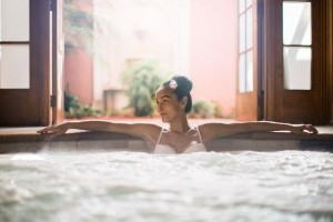 Spa_Whirlpool_Woman_1_568348_low