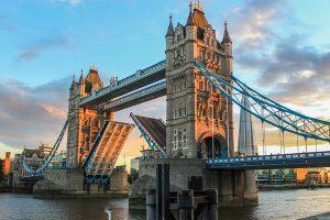 Tower Bridge w Londynie - co warto zwiedzić - porady