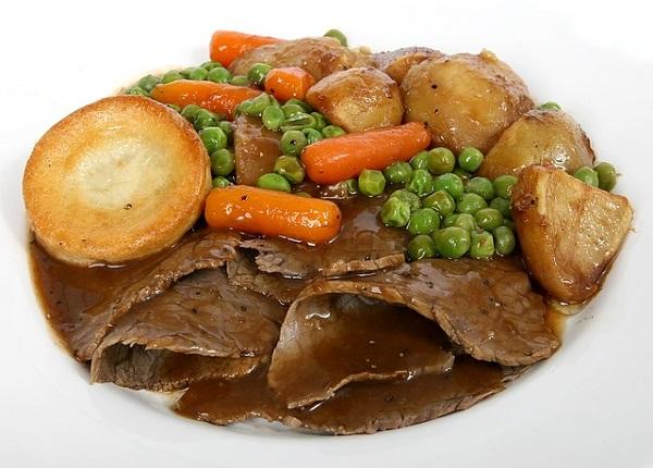 Sunday roast czyli niedzielna pieczen - typowy angielski obiad w niedziele