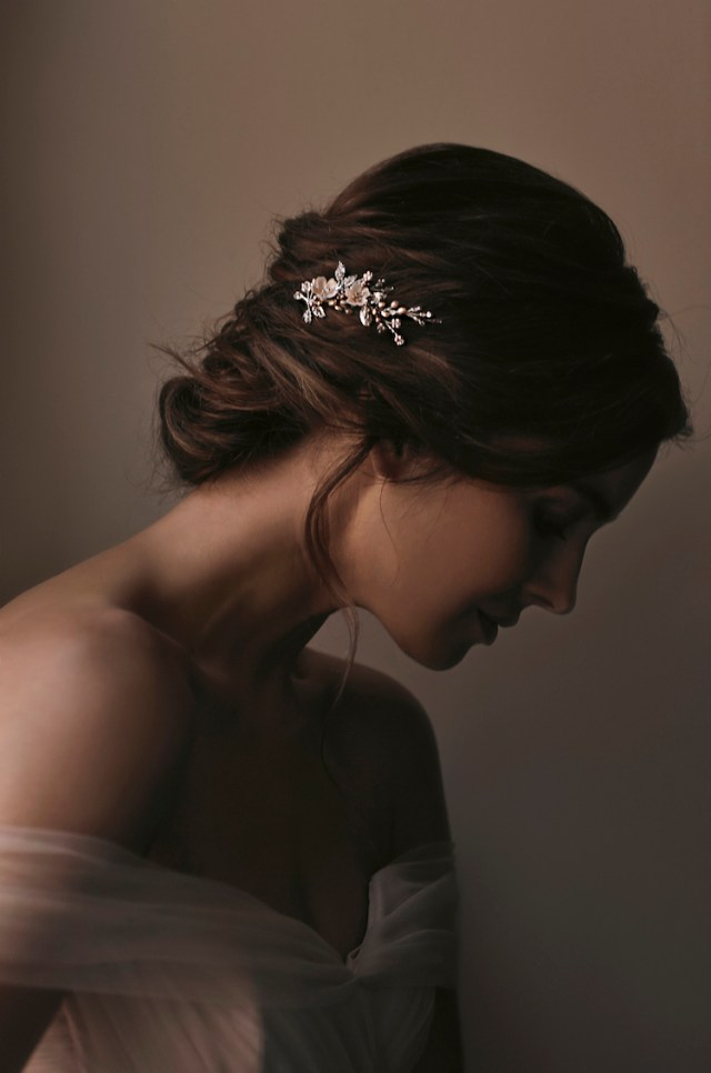 swept away | 7 delicate wedding hair combs for side swept