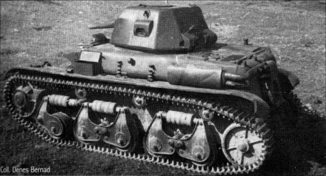 Notice how the trunnions are located at different positions than the trunnions on the VDC R35 and its likely prototype. The gun is also not stepped like the 45mm 20K. - Photograph source: Trackstory: Renault R35/R40
