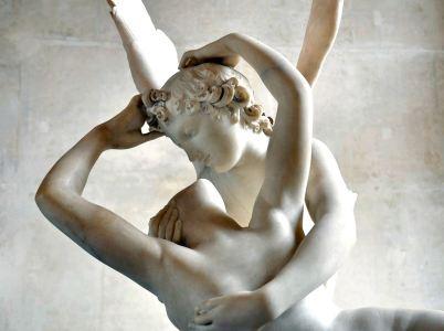 La favola di Psiche (respiro, soffio vitale, anima) e Amore (Eros).